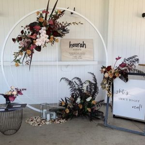 Circle Arbour with half screen